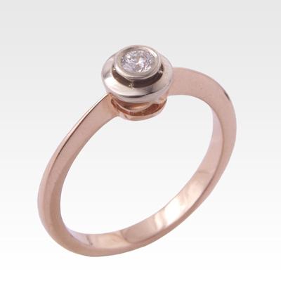 Кольцо из золота с центральным бриллиантом Арт 0101102