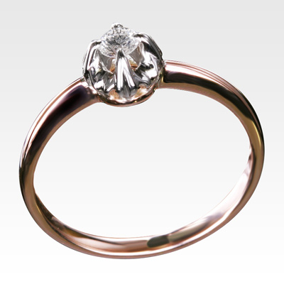 Кольцо из золота с центральным бриллиантом Арт 0101389