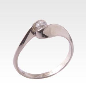 Кольцо из золота с центральным бриллиантом Арт0101554