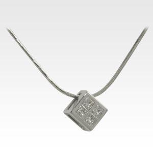 Кулон из белого золота с бриллиантами Арт0117043