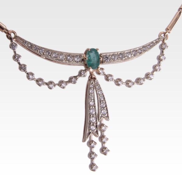 Колье из золота с бриллиантами и изумрудами Арт0213004