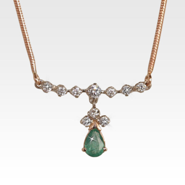 Колье из золота с изумрудом и бриллиантами Арт0213008