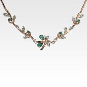 Колье из золота с изумрудами и бриллиантами Арт0213011