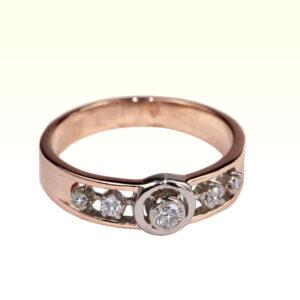 Кольцо из золота с центральным бриллиантом Арт0101805