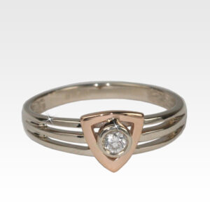 Кольцо из золота с бриллиантами Арт0101840