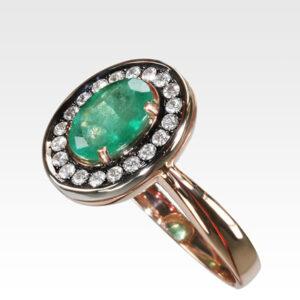 Кольцо из золота с изумрудом и бриллиантами Арт0201168