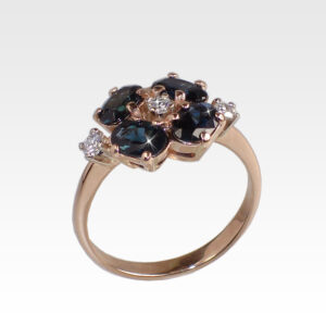 Кольцо из золота с сапфирами и бриллиантами Арт0301051