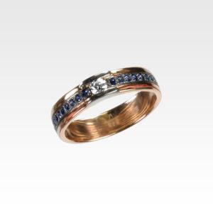 Кольцо из золота с сапфирами и бриллиантом Арт0301089