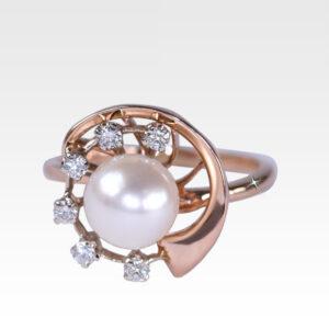 Кольцо из золота с жемчугом и бриллиантами Арт0501033