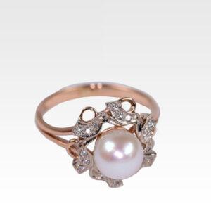 Кольцо из золота с жемчугом и бриллиантами Арт0501034