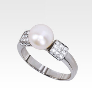 Кольцо из белого золота с жемчугом и бриллиантами Арт0501036