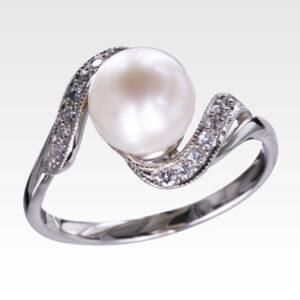 Кольцо из белого золота с жемчугом и бриллиантами Арт0501038