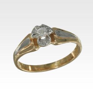 Кольцо из золота с центральным бриллиантом Арт1101369