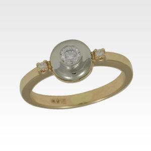 Кольцо из золота с центральным бриллиантом Арт1101376