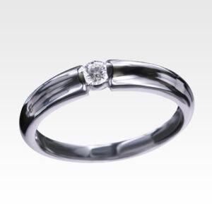 Кольцо из золота с центральным бриллиантом Арт0101519