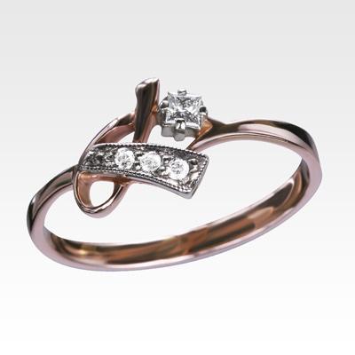 Кольцо из золота с бриллиантами Арт0101545