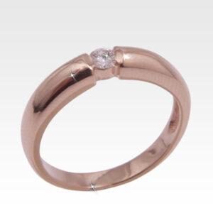 Кольцо из золота с центральным бриллиантом Арт0101756