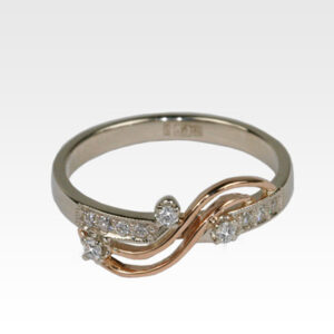 Кольцо из золота с бриллиантами Арт0101791