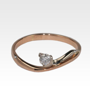 Кольцо из золота с центральным бриллиантом Арт0101852